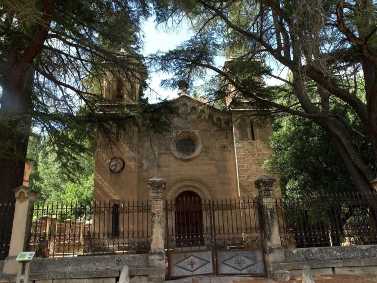 Lee más sobre el artículo 37 UN PALACIO PANTEÓN EN MOLINOS DE PAPEL