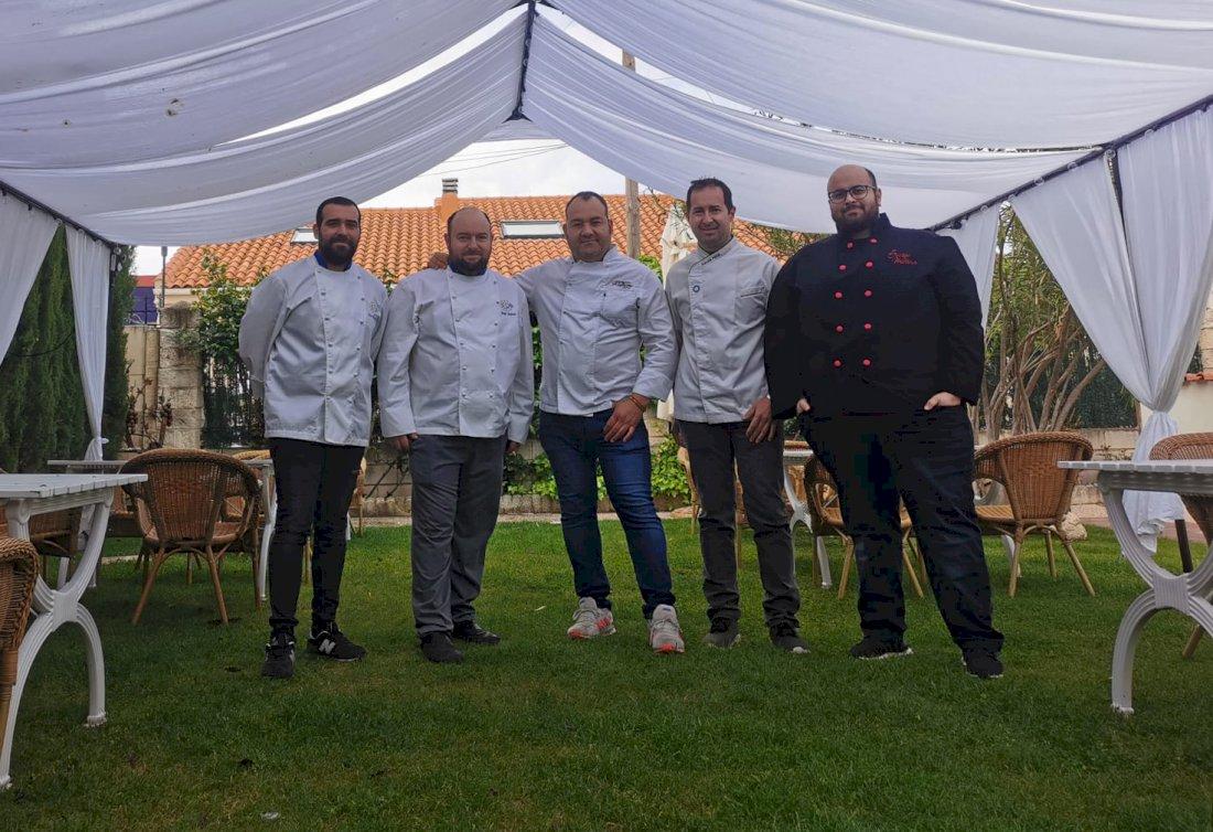 Lee más sobre el artículo Cinco cocineros de Tarancón unidos en un libro